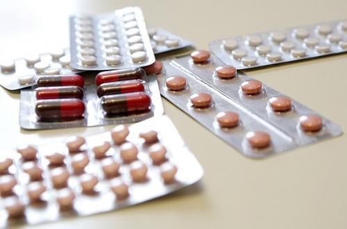 Расширен список возможных лекарств для лечения коронавируса. При этом противовирусный препарат рибавирин исключён из новой версии рекомендаций
