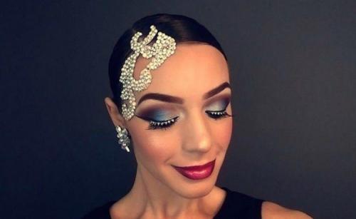 Как сделать макияж для бальных танцев ю2. Как сделать макияж для танцев?