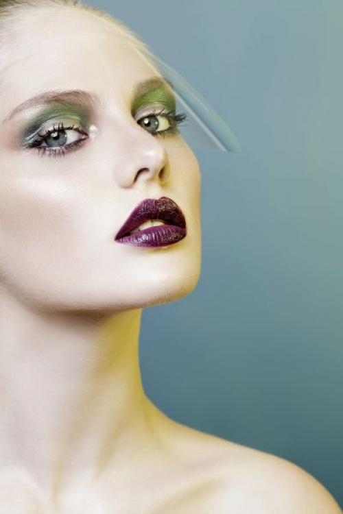 Макияж по цвету волос и глаз. Макияж под цвет глаз: инструкция по применению