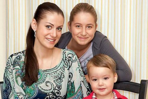 Анна Ковальчук без макияжа. Анна Ковальчук сменила цвет волос и призналась, что в ее жизни появился долгожданный третий малыш