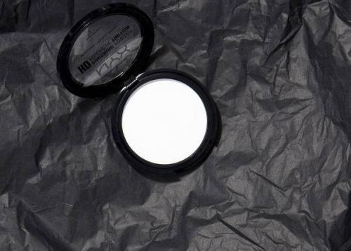 Белая пудра под глаза, что это такое. Зачем нужна прозрачная пудра?