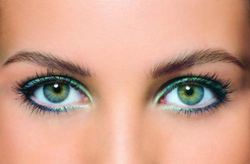 Макияж со стрелками и тенями для зеленых глаз. Идеи для блондинок