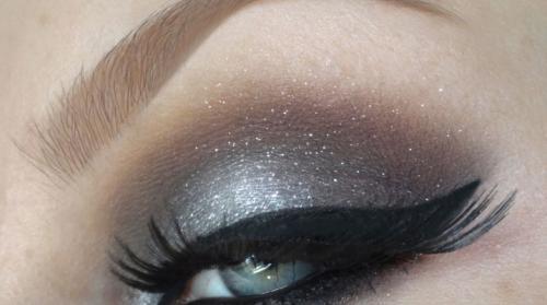 Макияж глаз тенями для серых глаз. Как сделать макияж с серыми тенями?