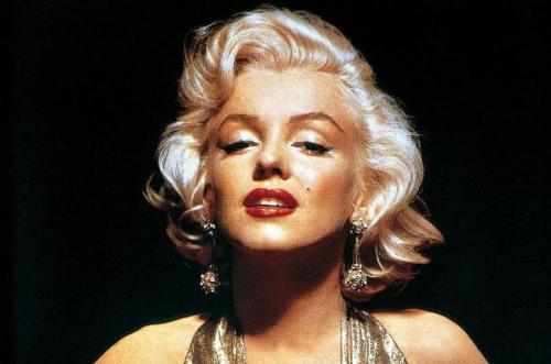 Мерлин Монро делает макияж. Секреты макияжа от визажиста Мэрилин Монро