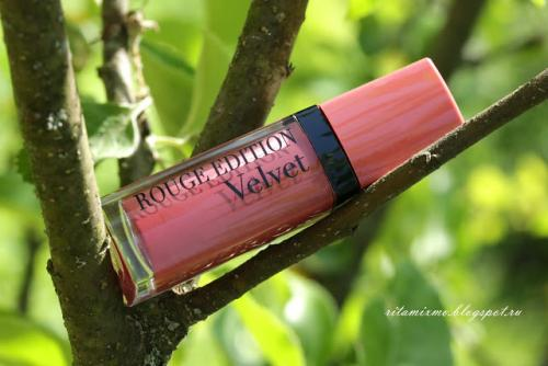 Bourjois Rouge Edition Velvet Lipstic.  Попытка №1 примерить матовые губы. Bourjois Rouge Edition Velvet Lipstick в оттенке # 09 Happy NudeYear. Отзыв.