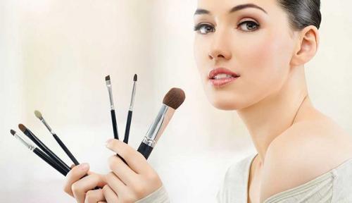 Кисть скошенная для чего. Как подобрать кисти для макияжа?