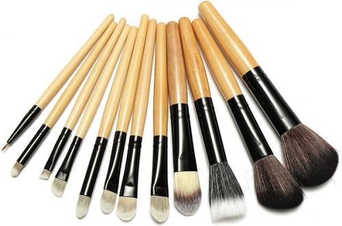 Как сделать правильно легкий макияж. Инструменты и аксессуары, которые облегчат Вашу жизнь