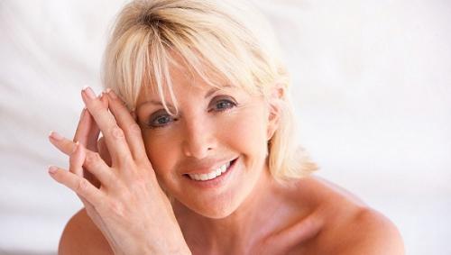 Макияж для голубых глаз после 50 лет. Создание выразительного макияжа в деталях