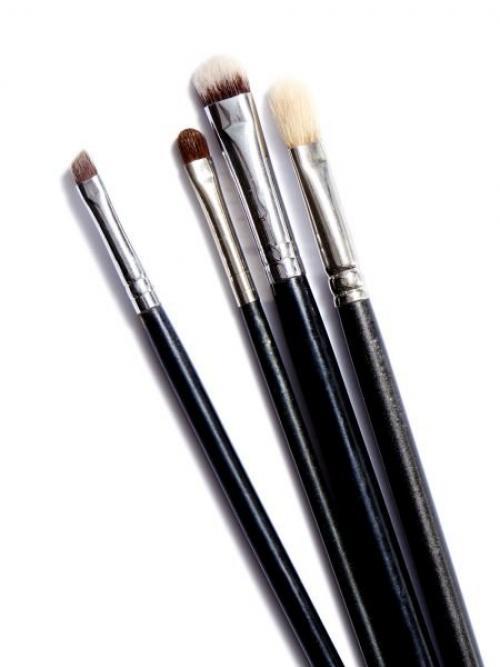 Для чего, какая кисть для макияжа. Как выбрать кисти для макияжа глаз?