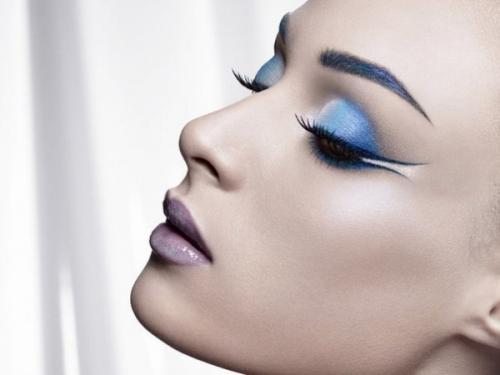 Голубые глаза, какими тенями красить. Как правильно краситься синими и голубыми тенями? Wobs подсказывает!