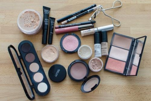Профессиональный макияж в домашних условиях. Какие инструменты и материалы нужны