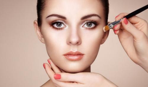 Правильно наносить макияж на лицо. Мейкап в домашних условиях – базовые правила нанесения макияжа