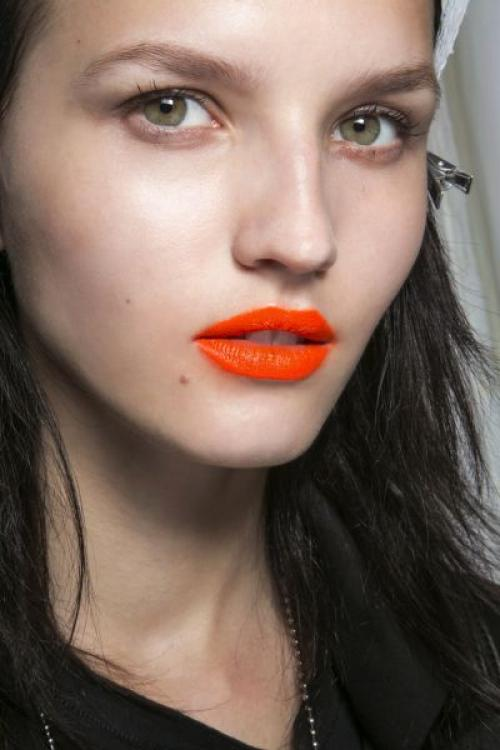 Оранжевая помада кому идет. Как подобрать оттенок оранжевой помады под цвет кожи?