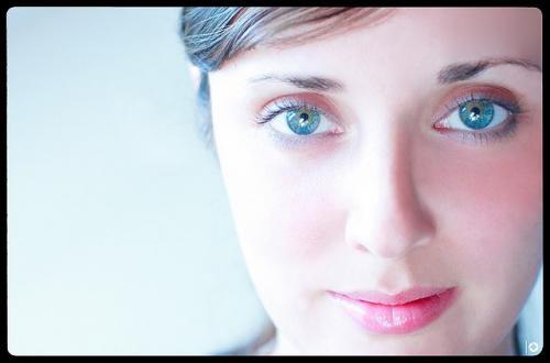 Как подчеркнуть серо-голубые глаза