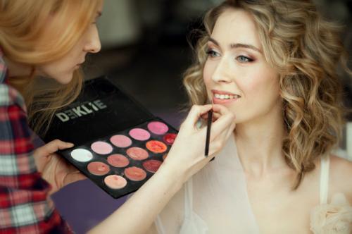 Как правильно наложить макияж на лицо пошагово. Чем профессиональный макияж отличается отсделанного вдомашних условиях