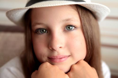Легкий макияж для карих глаз в школу. Общие советы и рекомендации