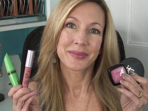 Пошаговый макияж для женщин 50 лет. Бровки домиком