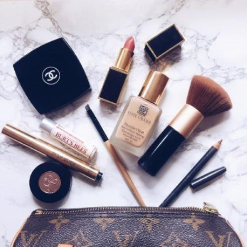 Легкий макияж тенями. Какая косметика понадобится для легкого макияжа?