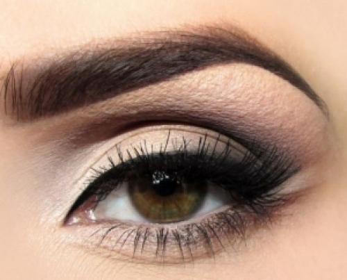 Черный смоки айс пошагово. Искусство макияжа: пошагово создаем «дымчатый взгляд» в стиле смоки айс