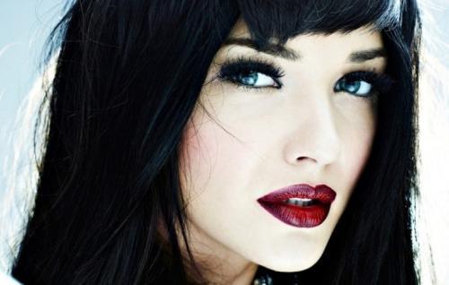 Макияж для голубых глаз брюнеток. Особенности и секреты выполнения макияжа для брюнеток