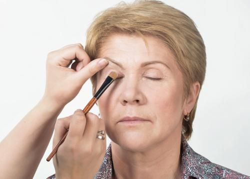 Вечерний макияж для женщин 50 лет. Пошаговая инструкция по нанесению дневного макияжа для женщин от 50 лет