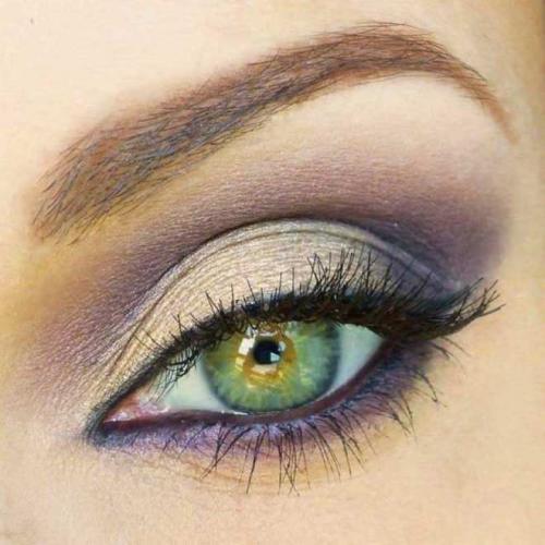 Серые глаза и зеленые тени. Индивидуальные правила нанесения Правильное нанесение теней имеет свои плюсы: