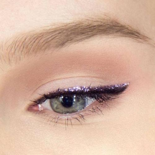 Как сделать макияж самой. Чем отличается дневной макияж от вечернего?