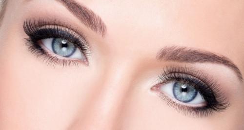 Красивый макияж для серо-голубых глаз. Техника и виды макияжа для серо-голубых глаз с фото и видео