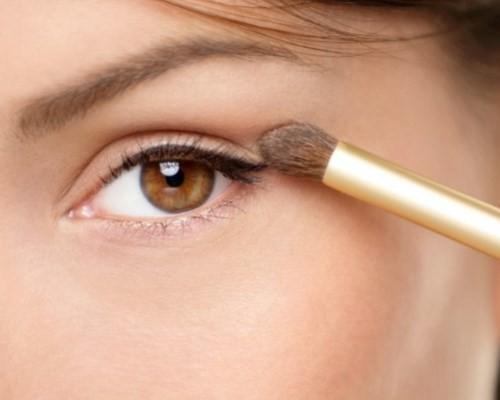 Макияж для голубых глаз узких глаз. Как делать макияж для узких глаз: основные правила