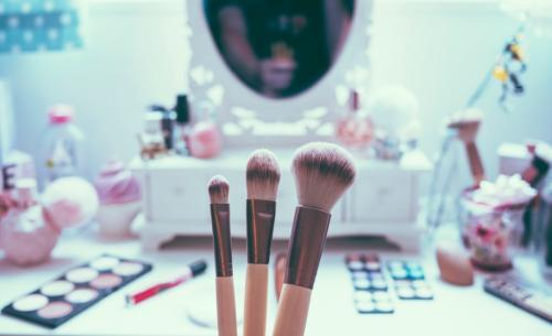 Первый макияж. Подходящая косметика