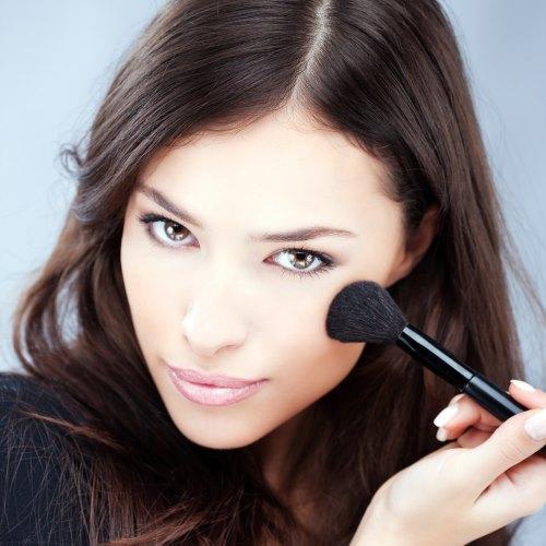 Что необходимо для макияжа в домашних условиях список. Косметичка: чем руководствоваться в ее наполнении, чтобы макияж всегда был безупречным?