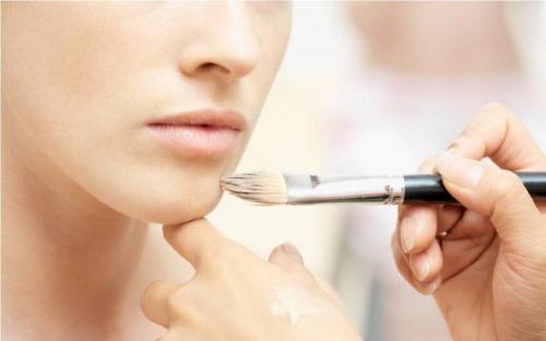 Как правильно наносить макияж на лицо пошагово. Ша.  Коррекция формы лица (Т-зона, подбородок и шея)