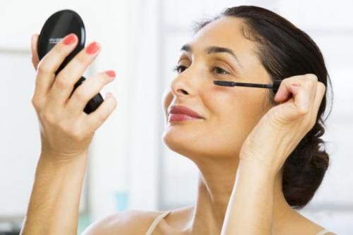 Как правильно нанести макияж на лицо после 50 лет. Выделяем глаза