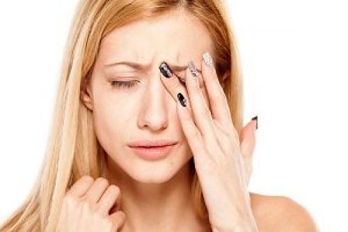 После наращивания ресниц больно моргать. Почему после наращивания ресниц болят и слезятся глаза?