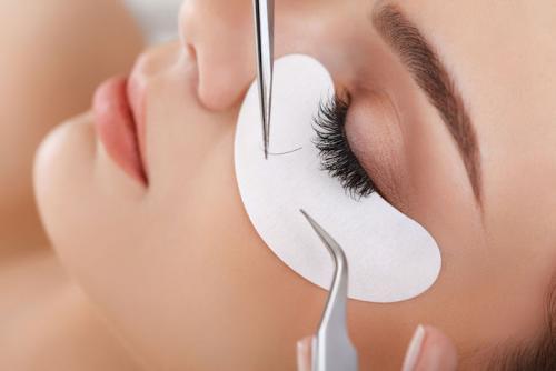 Что делать если веки опухли после наращивания ресниц. Что делать, если опухли глаза после наращивания ресниц?