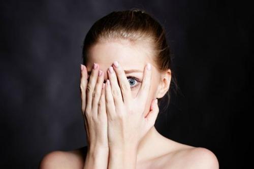 Что делать клей попал в глаз. Что делать в домашних условиях, если клей попал в глаза – экстренная помощь