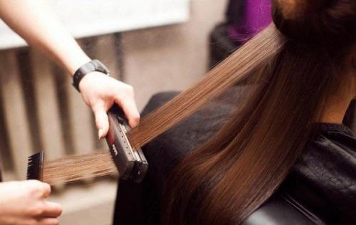 Чем полезно кератиновое выпрямление волос. Что представляет собой процедура?