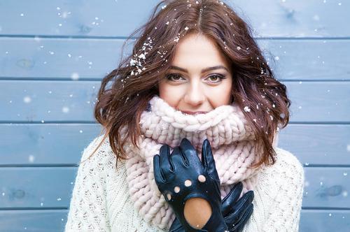 С чем носить серый снуд. Как правильно носить снуд: 5 стильных вариантов