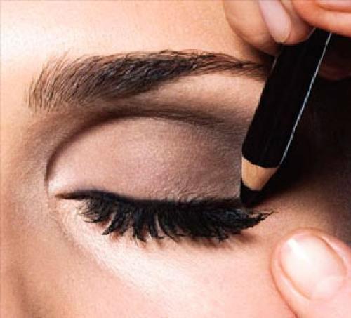 Как можно подводить глаза карандашом