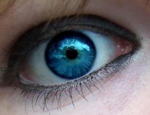 Почему перед глазами появились черные точки плавающие. Опасны ли для человека черные точки перед глазами?