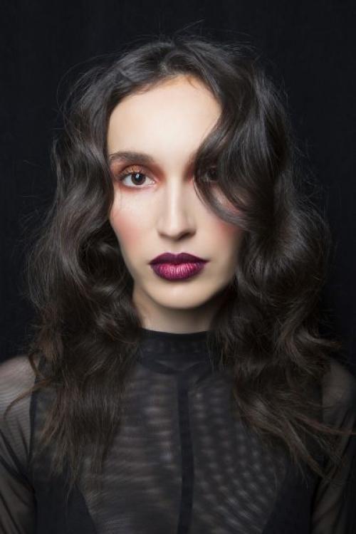 Макияж темная помада. Темная помада для брюнеток: макияж и образы