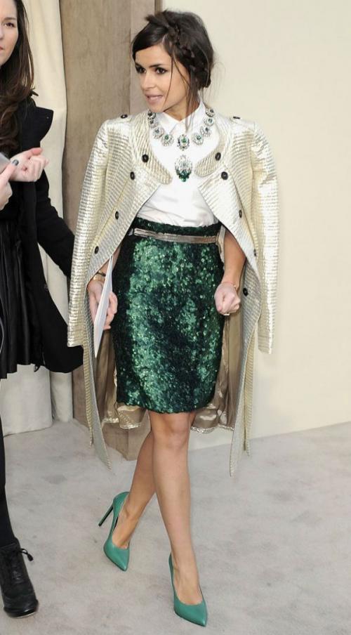 С чем носить салатовую юбку. Зеленая юбка – модный тренд (более 30 фото стильных образов)