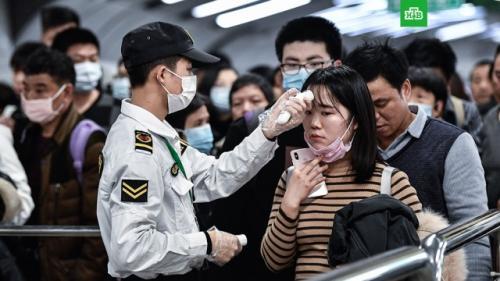 Китайские врачи назвали первые симптомы нового коронавируса.