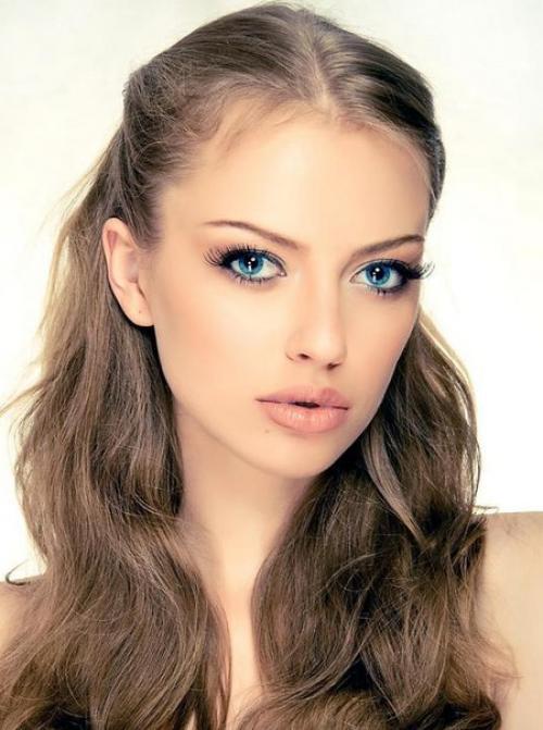 Прически и цвет волос для голубых глаз