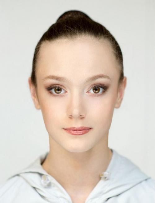 Макияж сценический пошаговый. Совет_RG.  Сценический макияж является немаловажным фактором, от которого зависит успешность выступления юной гимнастки.