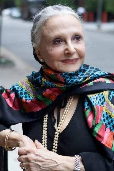 Дона Мария Джило в молодости. Дона Мария Джило, разная дама 92 лет, маленькая и настолько элегантна, что каждый день в 8 утра уже одета, хорошо причесана и со скромным макияжем, несмотря на слабое зрение.