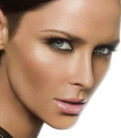 Как сохранить макияж в жару. Совет 1. Вместо обычных теней используй тени-карандаш.