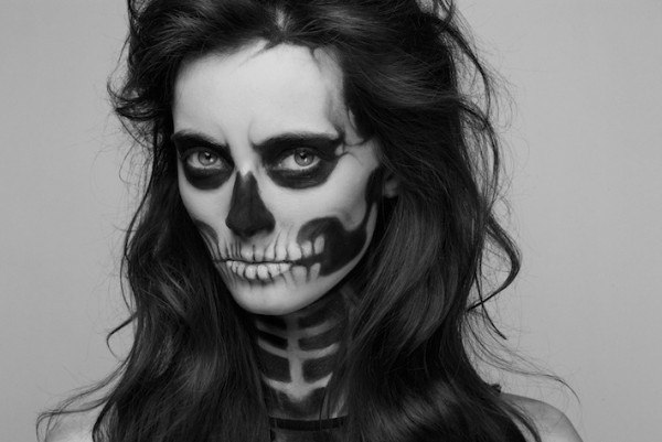 Skeleton makeup for
