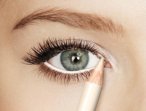 Белый карандаш в макияже 79