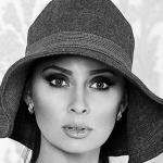 Юлия Богук, в прошлом успешная модель, участница Театра моды Саши Варламова, а сейчас - директор минского Агентства современной моды и красоты BJ - о сотрудничестве с Сашей Варламовым и о его новом Театре моды Шкаф.